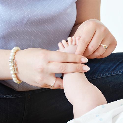 Rieke_Petersen_Hebamme_501x501_Babymassage_1